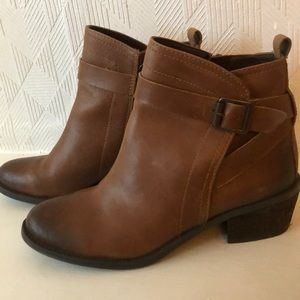 Vince Camuto size 8 Booties